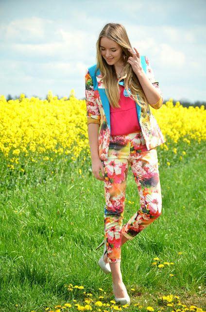 Vintage life en Vogue - Fashion blog- FLORAL EXPLOSION - FASHION HERO SUIT - floral print -colourful - summer look - style fashion outift - timm süßbrich - pink - blogger - bloggerstyle