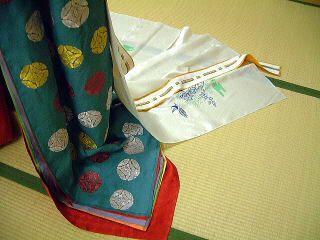 "replication of ""iroiro"" kasane no irome kimono worn by Utsusemi in Tale of Genji.  by museum of kyoto in 2001.  http://www.bunpaku.or.jp/info_english.html"