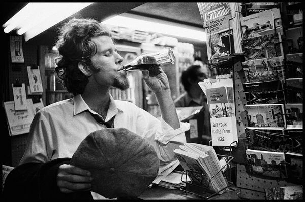 Tom Waits circa 1973 San Diego, California Photo By Scott Smith ...