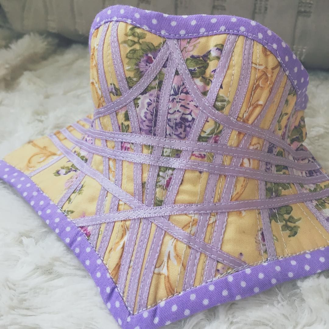 F60 corset in pastel lavender and yellow. Gosh I love that fabric. This corset cheered me up heaps XD $40 if you want to give it a new home.  #bjd…