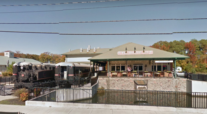 The Train Themed Restaurant In Delaware That Will Make You Feel Like A Kid Again