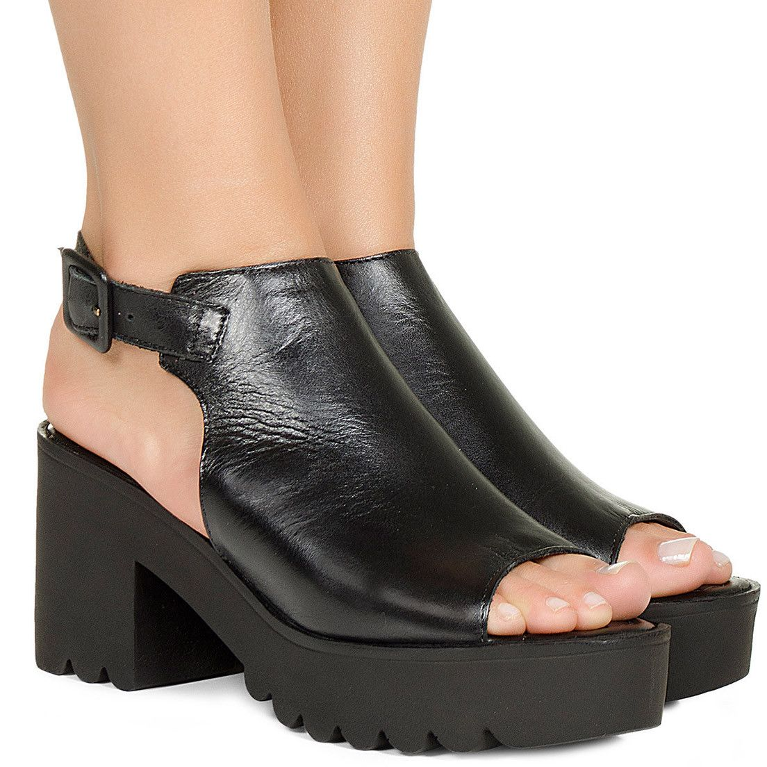 230618d823 Sandalia flatform preta tratorada Taquilla - Taquilla  Calçados femininos  online
