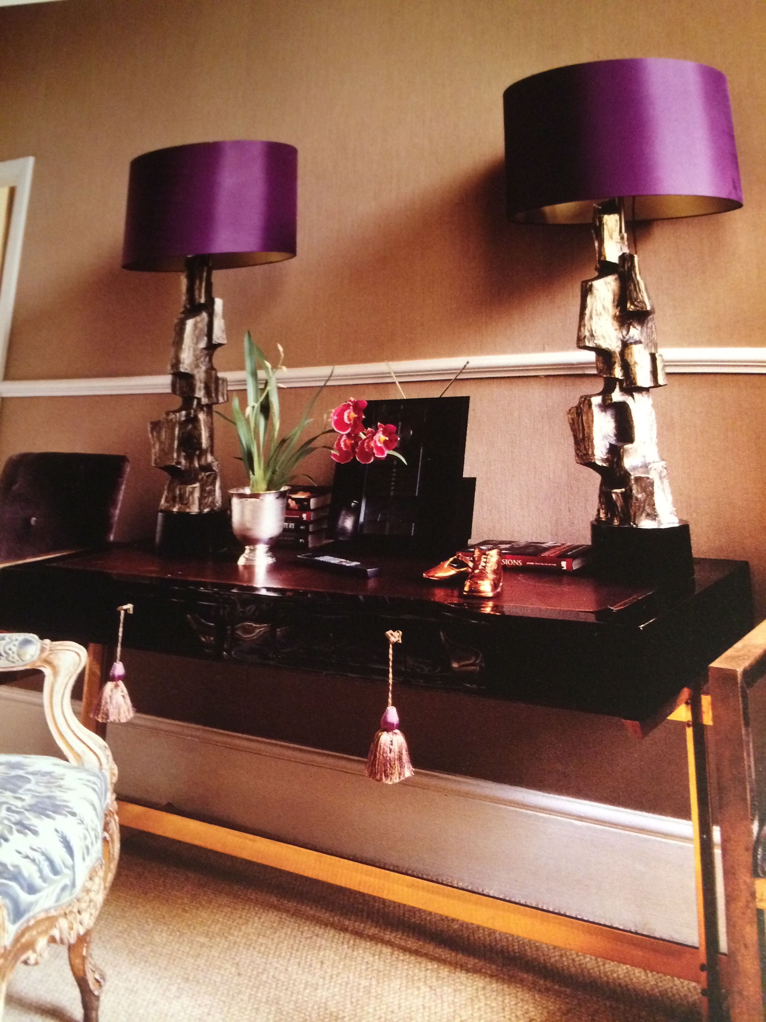 Elegance with sculptural Lamps with amethyst shades