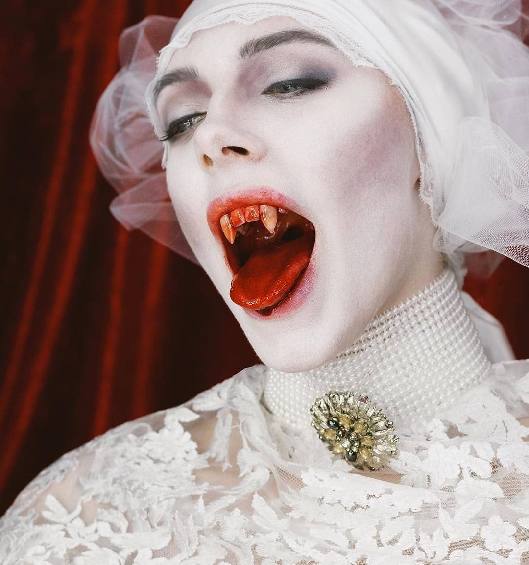 Pin By M C On Vampires In 2020 Movie Character Makeup Horror Movies Dracula