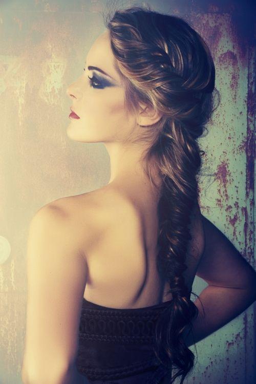 Trends - Haarstyling tips - 5 tips voor als je je eigen haar wil vlechten - Hair-Beautyweb.nl