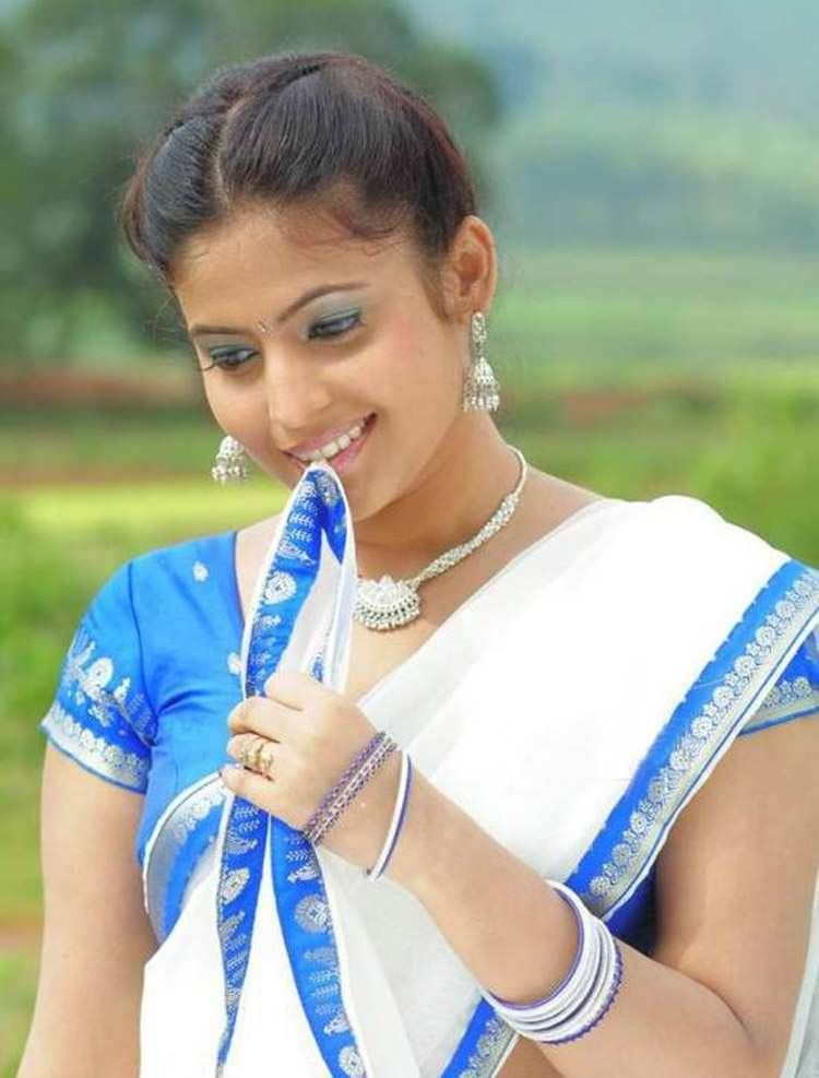 Hot Masala Actress Saira Banu Saree Pics Wallpapers