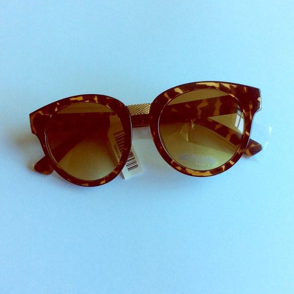 NWT round textured nose basic tortoise sunglasses Brand new Accessories Sunglasses