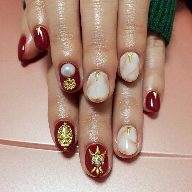 Pearl nail art ideas to make your holiday season more elegant pearl nail art ideas to make your holiday season more elegant prinsesfo Images