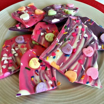 Wonderfully Sweet and oh so Pretty Valentines Chocolate Bark! You will wonder why you haven't made this sooner. - See more at: http://thesweetmama.com/blog/2016/02/valentines-day-chocolate-bark/#sthash.EV90BboM.dpuf