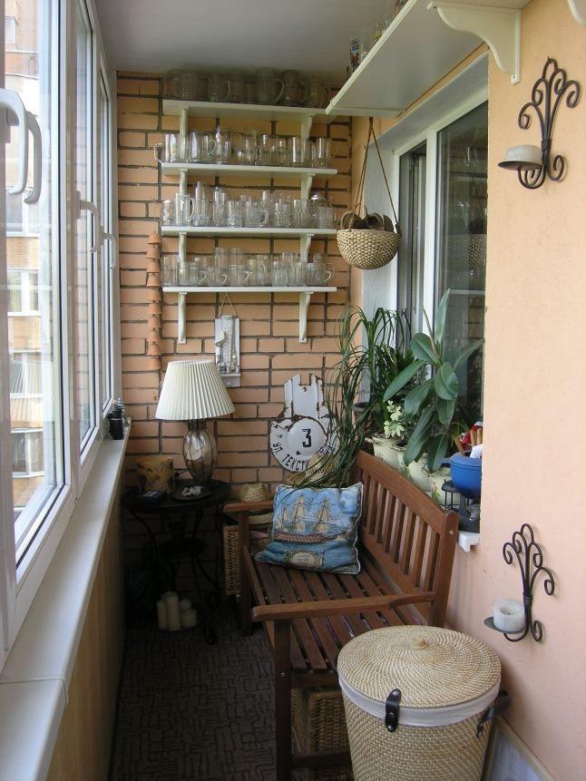 Un balcon chic en style vintage en bois briques et fer
