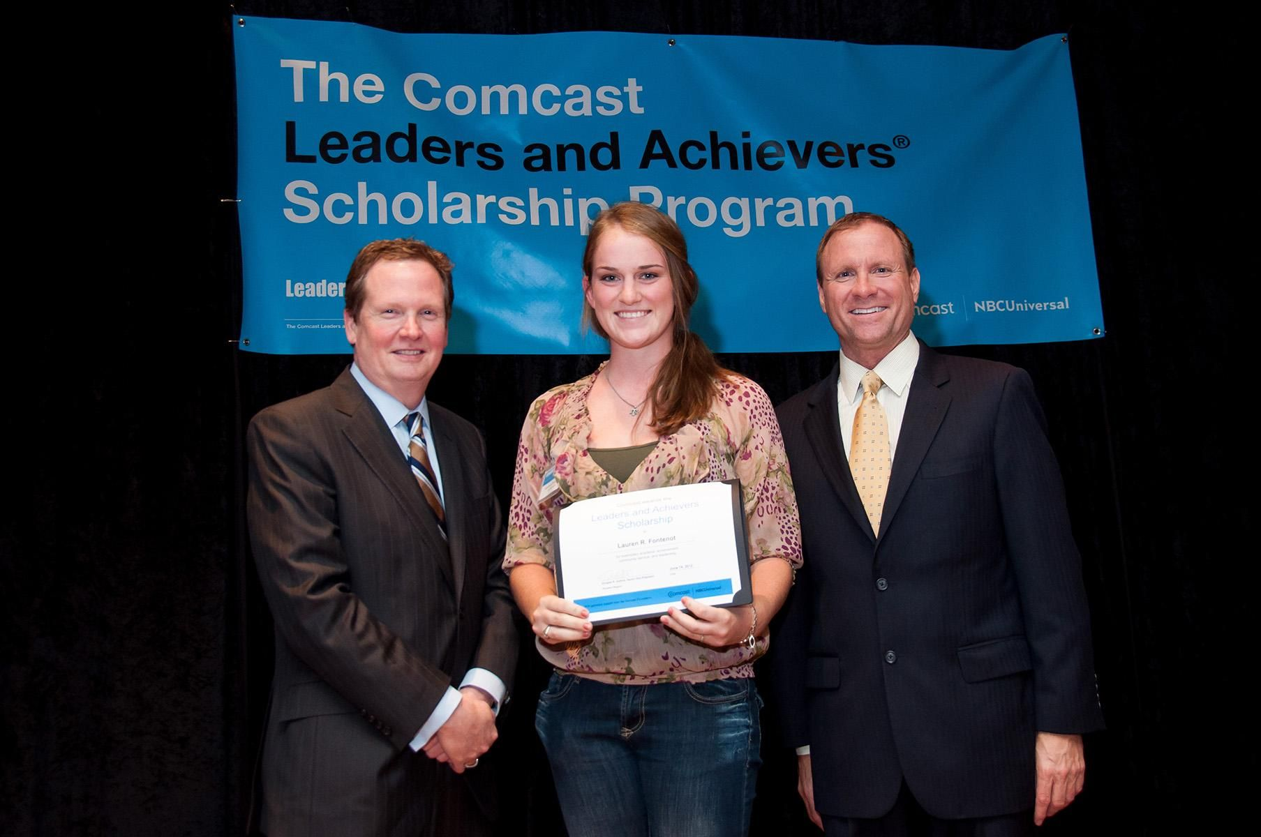 Comcast Leaders And Achievers Scholarship For High School