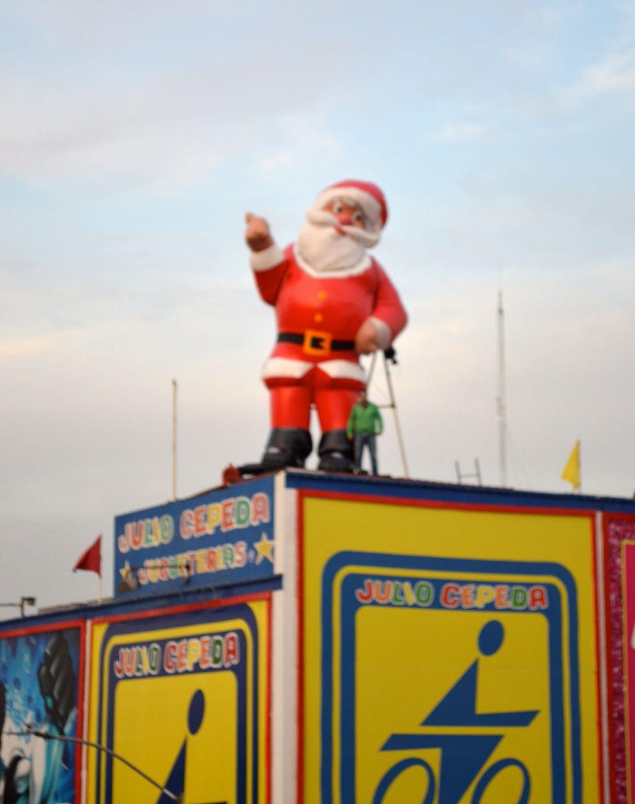 Santa Claus 6 Metros De Altura Sobre Azotea De Jugueteria