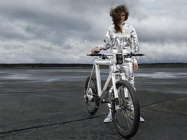 Grace, a German aluminum and carbon fiber e-bike powered by a 1.3 kW electric motor that pushes it to 45 km/h / 28 mph.