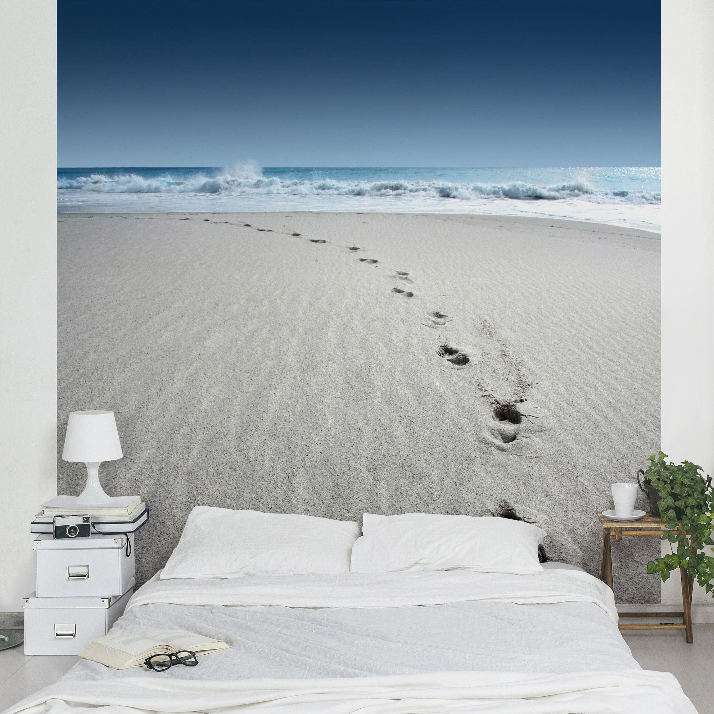 29 95 vliestapete spuren im sand fototapete quadrat. Black Bedroom Furniture Sets. Home Design Ideas