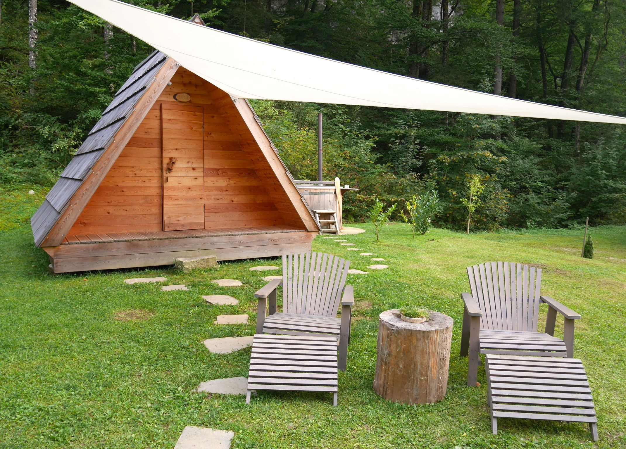 Bijzonder overnachten: Glamping Lake Bled | We Are Travellers | Special place to stay | Glamping / Camping Lake Bled | Hot tub | Slovenia | Slovenie