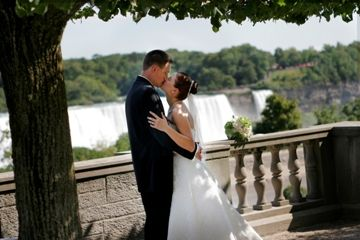 Destination Wedding At Niagara Falls