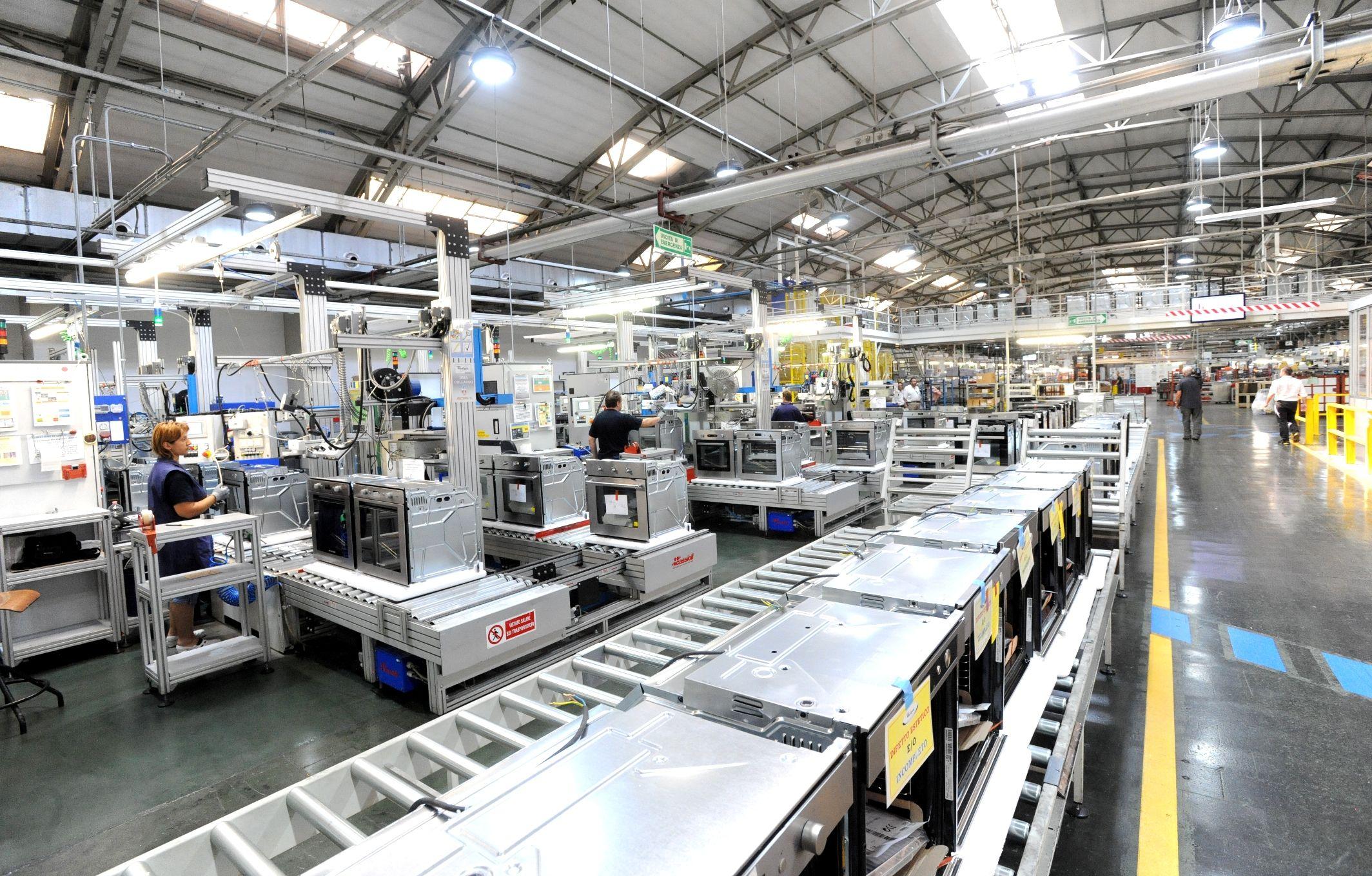 Whirlpool sposta dalla Svezia a Varese la produzione forni microonde ...