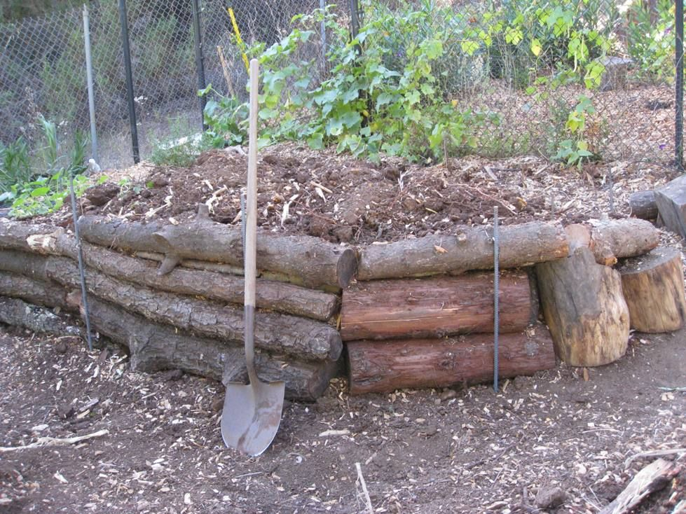 Log retaining walls low cost vegetable garden pictures - Low cost landscaping ideas ...