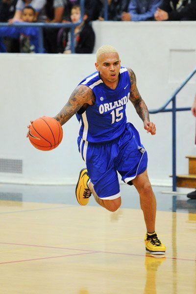 Chris Brown (6ft.1) Ballin & Jonsey (6ft.0) Dunking