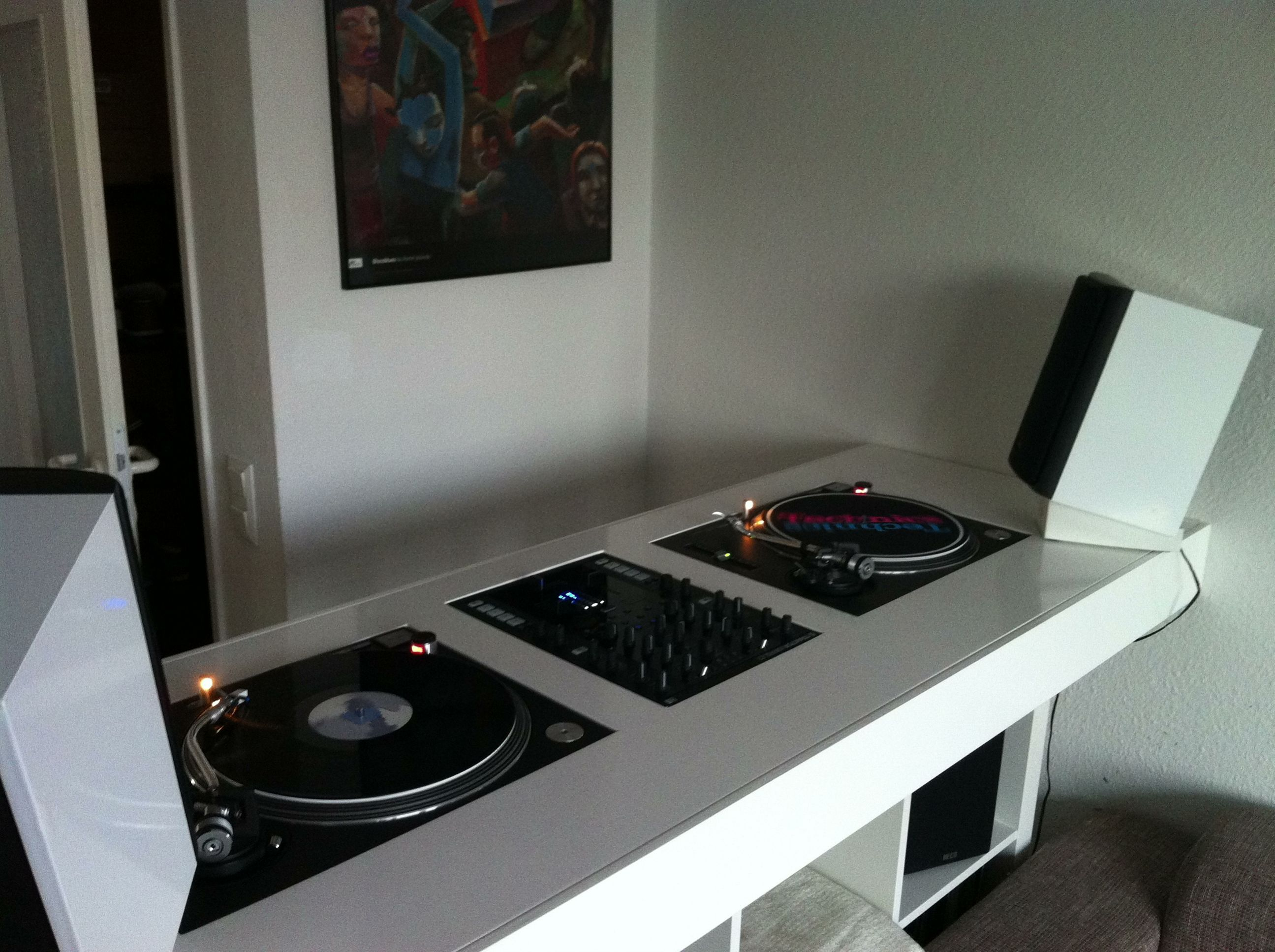 dj setup dj dj booth and dj equipment. Black Bedroom Furniture Sets. Home Design Ideas