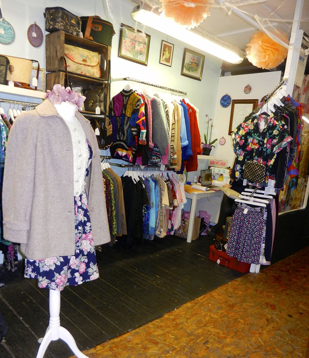 Best Vintage Clothing Shopping In Amsterdam Cute Shops Markets Vintage Clothes Shop Shopping Outfit Vintage Outfits