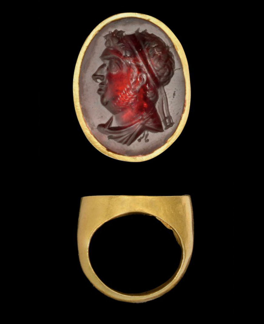 Hellenistic Gold And Garnet Finger Ring With An Intaglio Of A Man