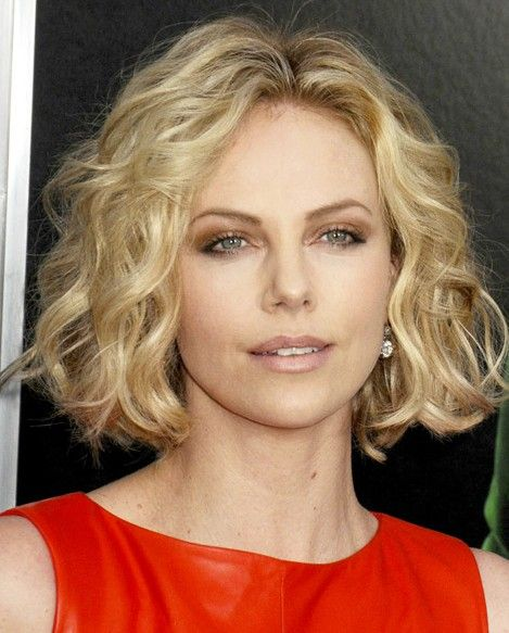 Tunsori Scurte Par Ondulat 7 In 2019 Charlize Theron Short