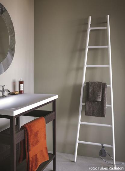 Design-Elektroheizung SCALETTA wird einfach im Bad an die Wand ...