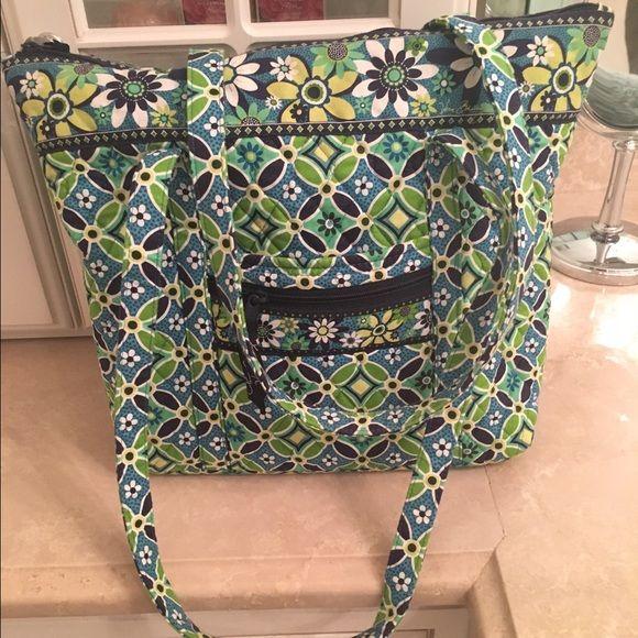 Vera Bradley tote Vera Bradley tote. Top zipper. 12x14x4 inches. Excellent condition. Looks brand new. Vera Bradley Bags Totes