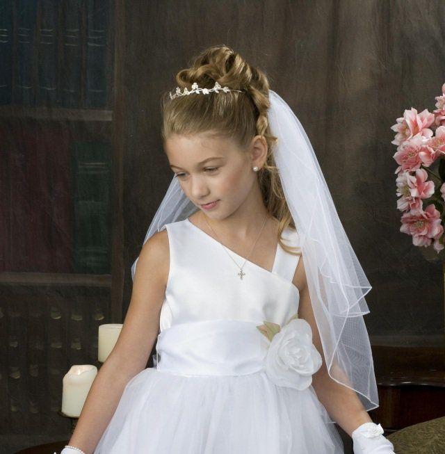 coiffure petite fille pour mariage 30 filles d 39 honneur superbes coiffure petite fille. Black Bedroom Furniture Sets. Home Design Ideas