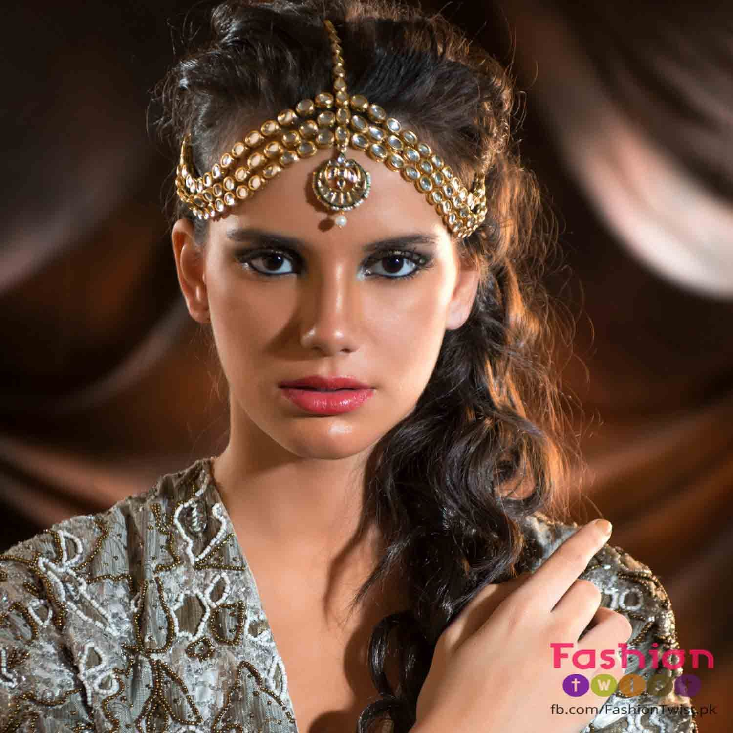 best matha patti or maang tikka hairstyles for party 2017 with half