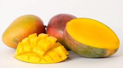 Si votre visage est terne et manque d'éclat, vous pouvez utiliser de la mangue pour le faire rayonner. Très riche en vitamine telle que la vitamine C ou la bêta-carotène, la chair de la mangu…