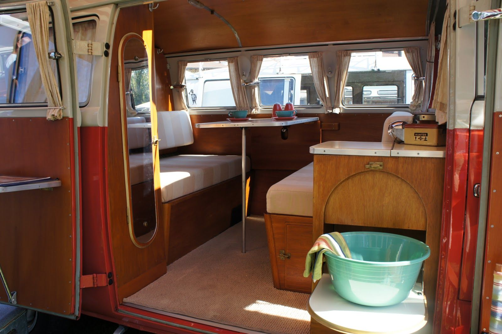 Vw interior ideas on pinterest vw camper vans campervan for Vw kombi interior designs