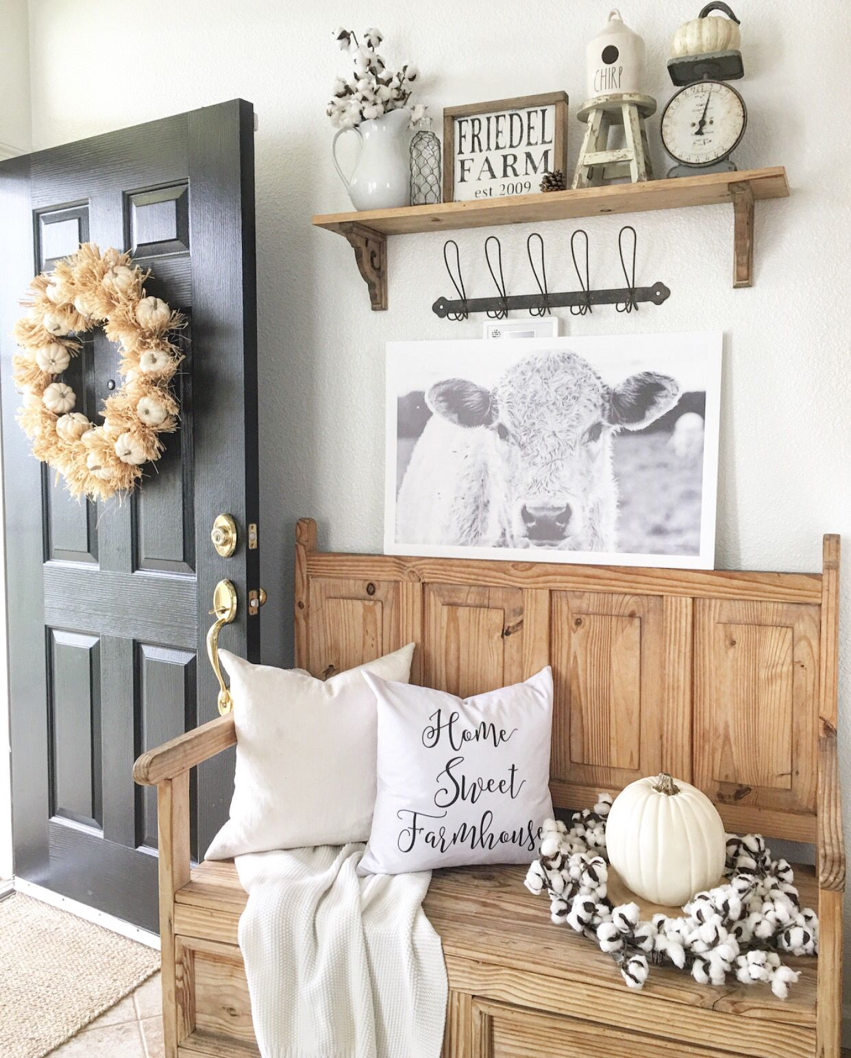 Home Interior Entrance Design Ideas: Rustic Farmhouse Entryway