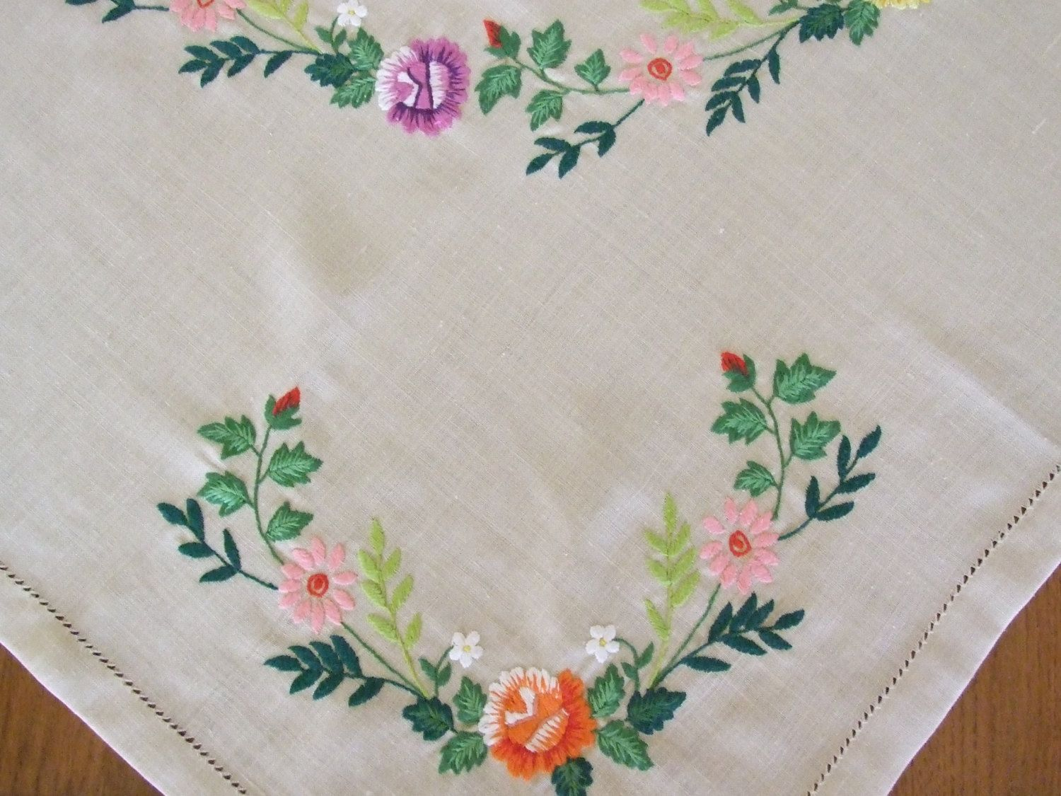 Simple hand embroidery designs for tablecloth - Embroidery