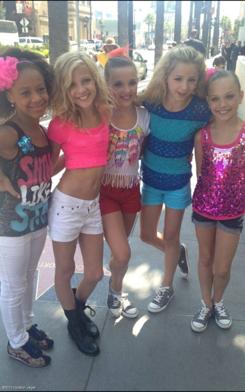 Maddie kendall and chloe all planned to where those shoes maddie kendall and chloe all planned to where those shoes kristyandbryce Choice Image