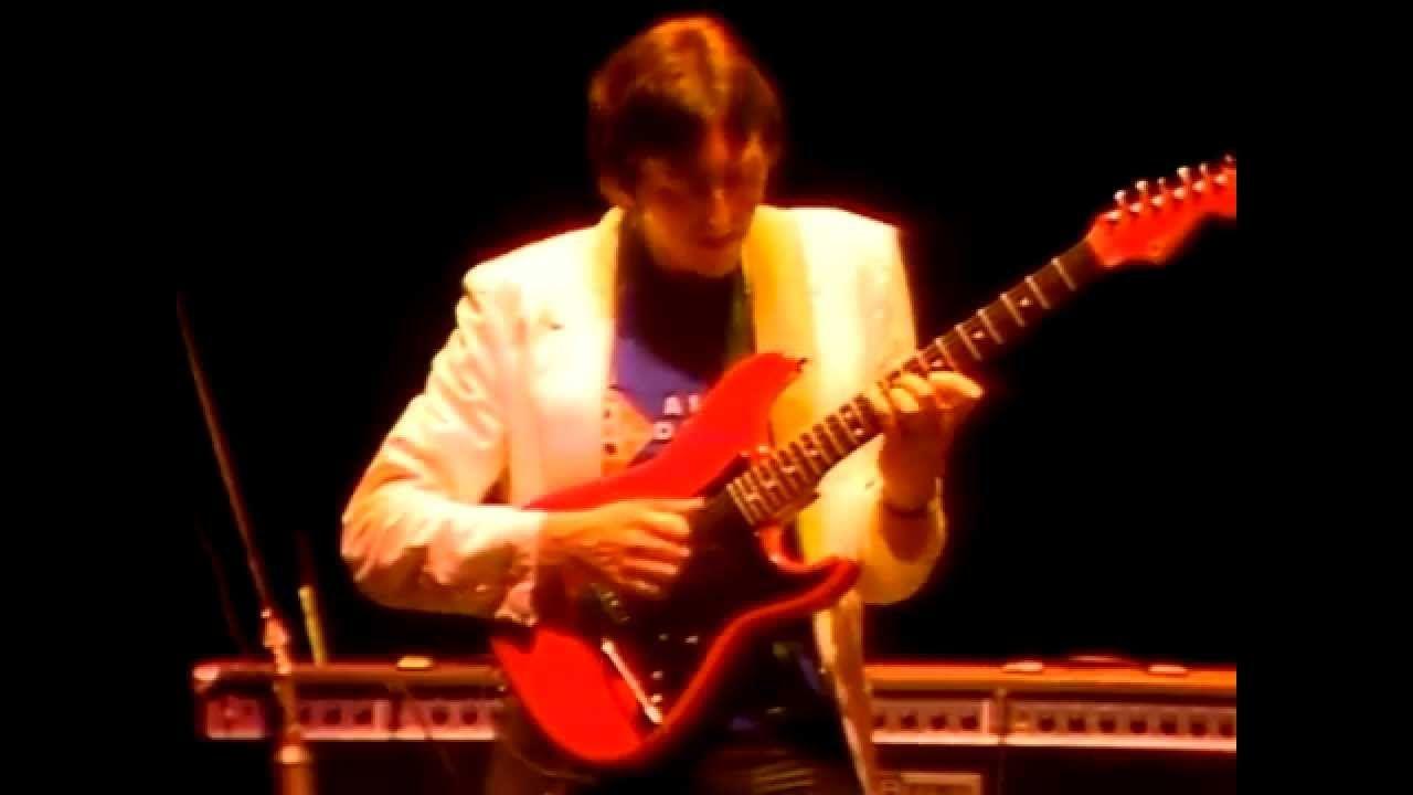 """ Allan Holdsworth - Tokyo Dream - Japan 1984"" !... https://youtu.be/xWU_yFFsNtc"