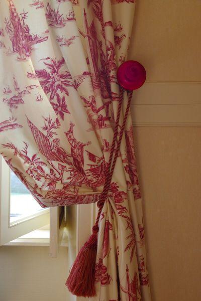 embrasse de rideaux rouge rideaux stores pinterest embrasses de rideaux rideaux rouge et. Black Bedroom Furniture Sets. Home Design Ideas