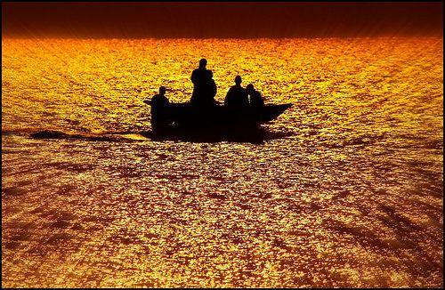 nice Tramonto sul  lago dorato. Sunset on the golden lake Malawi