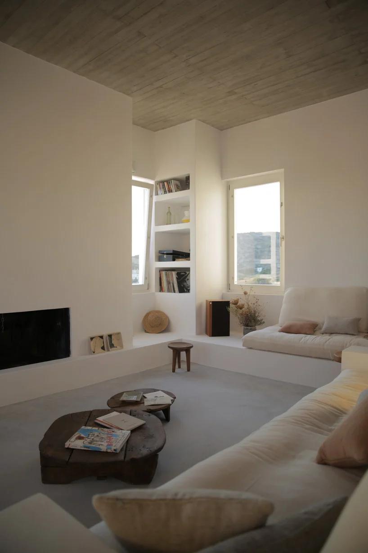 Photo of react architects inserts maison kamari into the arid greek landscape