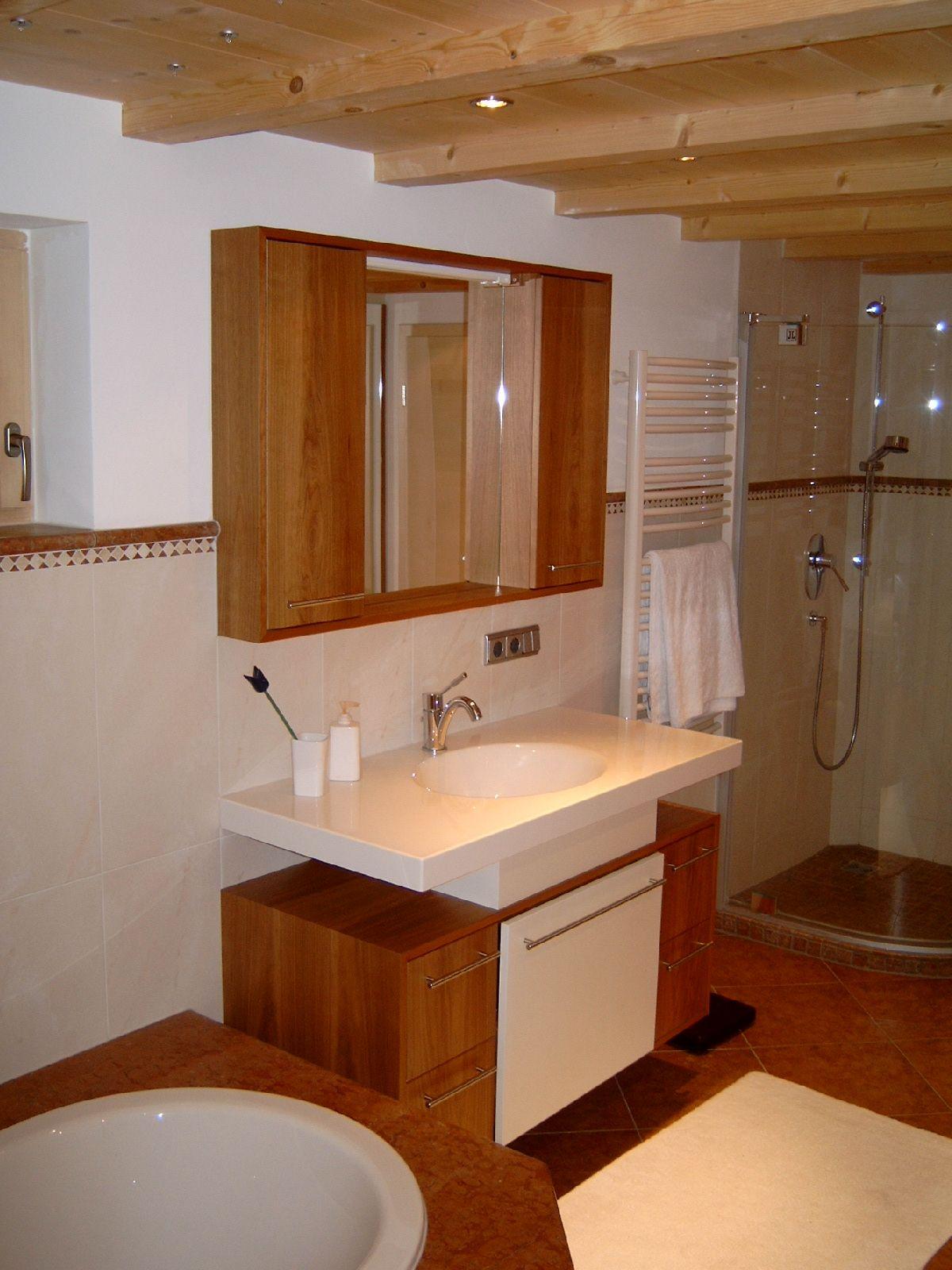 Badmöbel in Kirschbaum   Badezimmer schrank, Schrank, Badmöbel