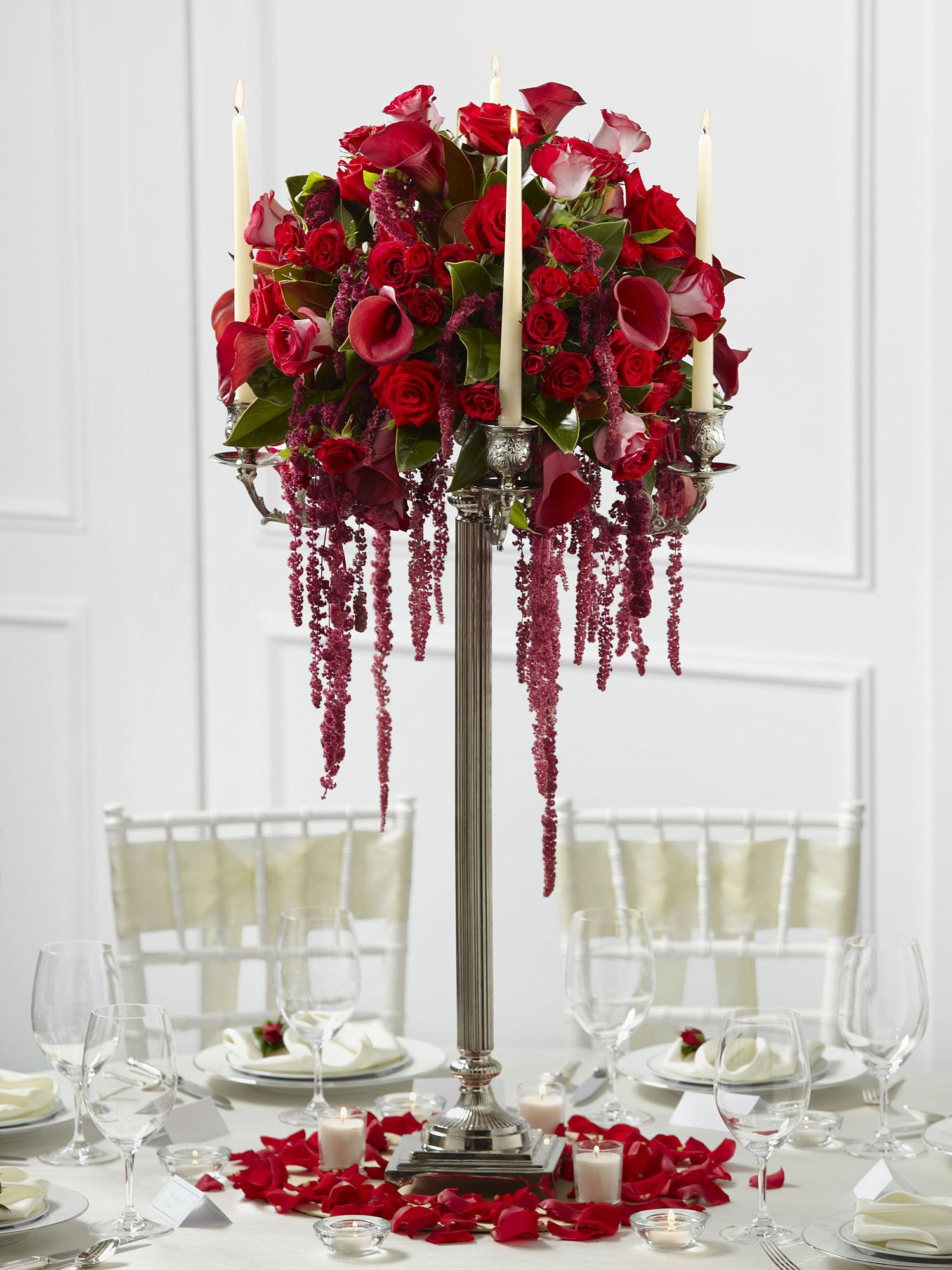 This wedding table centrepiece is a fantastic display of blooming ...