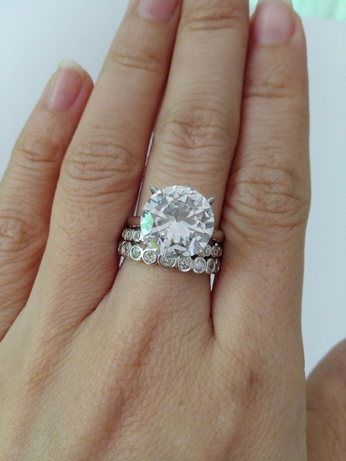 This ring set is absolutely stunning. The engagement ring