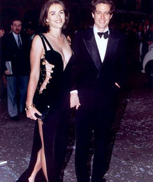 The Best Red Carpet Moments Of The 90s Elizabeth Hurley Gwyneth Paltrow And Madonna Com Imagens Vestidos Iconicos Vestido De Celebridade Ideias Fashion
