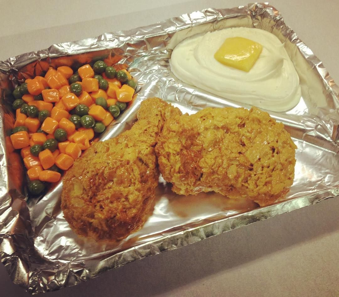 #nationalfriedchickenday ! Hey #tvdinners count, right?  Personally I liked tv dinners. I wonder if they are still made? Mmmmmmm! #sugar#faufood#sculpted#cake#chicken#mashedpotatoes#peasandcarrots