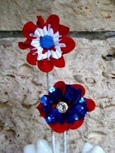 Here's a great holiday craft idea--make a fabric flower accessory out of leftover ric rac to use in your 4th of July celebration. With these fabric flowers patterns, you can wear them, use them as napkin rings, and much more!