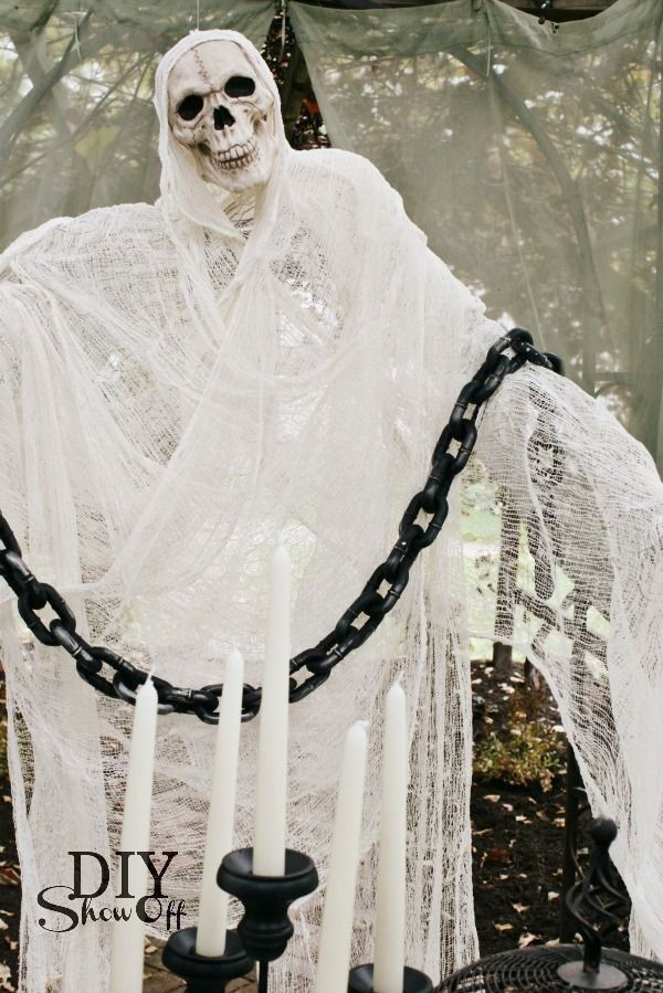 chicken wire Halloween ghost decor with a chain 2014 - yard ...