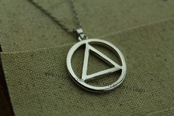 The round and Triangle silver necklace $2.80