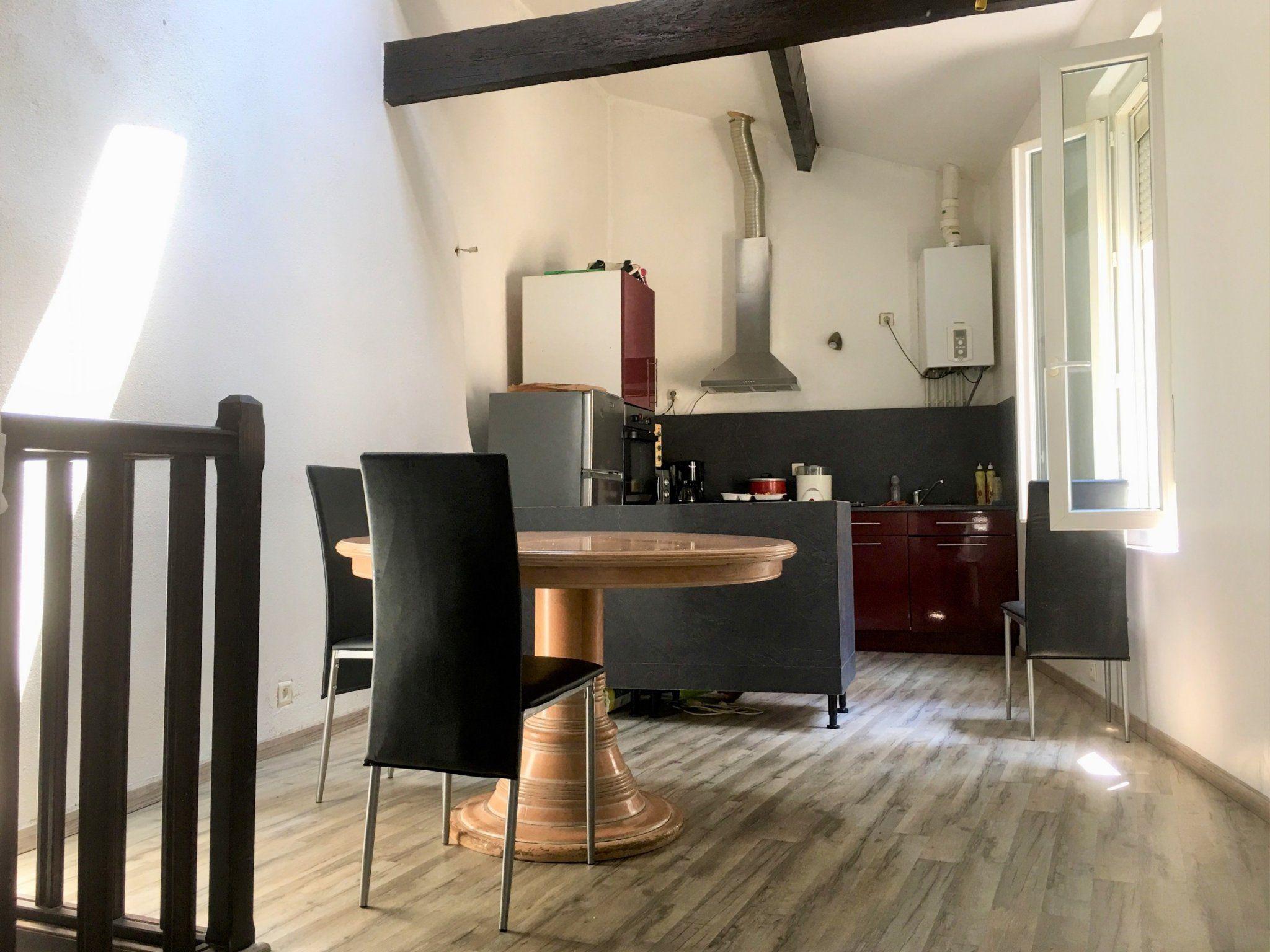 Maison De Ville D Environ 80 M Un Etage Avec 2 Chambres Et Une Cour Interieure Au Centre Ville De Carcassonne Agence Immobiliere Maison Maison De Ville