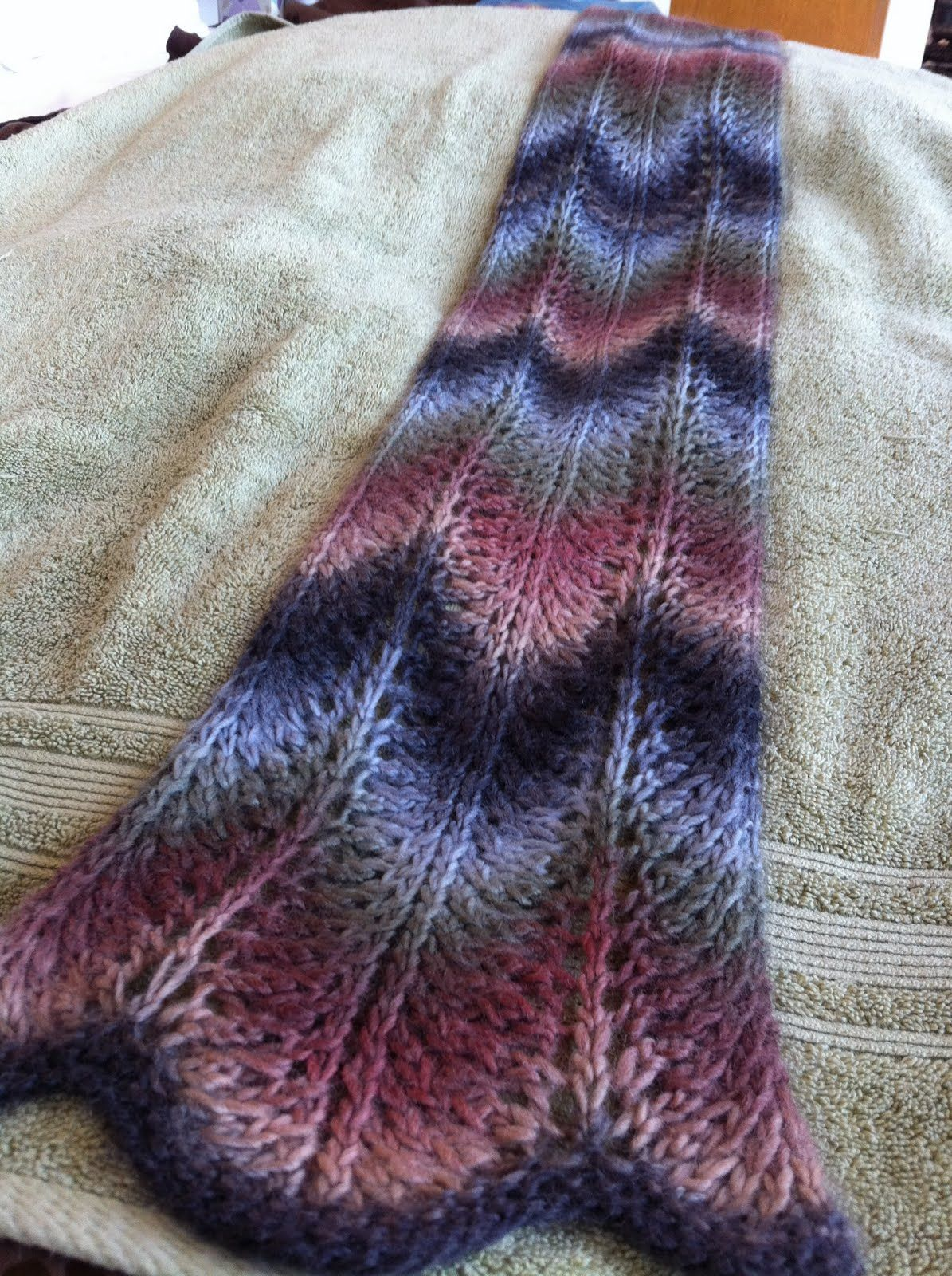 You asked for it you got it here it is feathers lace scarf by ravelry feathers lace scarf pattern by tsan abrahamson love this bankloansurffo Choice Image